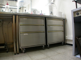 Chariots de rangement laboratoire